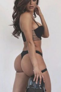 Es llamada la doble fitness de Kim Kardashian Foto:Vía instagram.com/anacheri