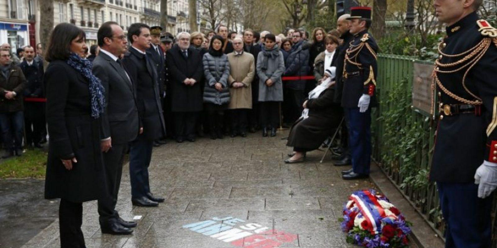 El presidente de Francia, Francois Hollande, rindió tributo a las víctimas Foto:AFP