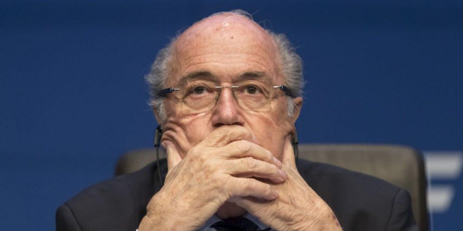 1. Joseph Blatter. Tras el escándalo renunció a la presidencia, pero continuaría en el cargo hasta las nuevas elecciones de febrero de 2016. Foto:Getty Images