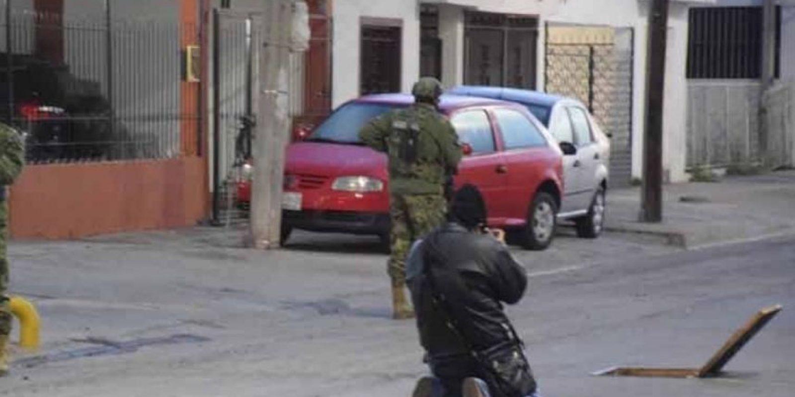 El delincuente intentó escapar de las autoridades por las alcantarillas. Foto:Vía Twitter