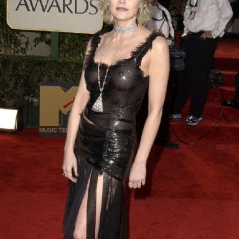 """Sharon Stone no lo hizo mejor con su look de """"flapper futurista gótica"""" de Versace en 2003 Foto:Getty Images"""