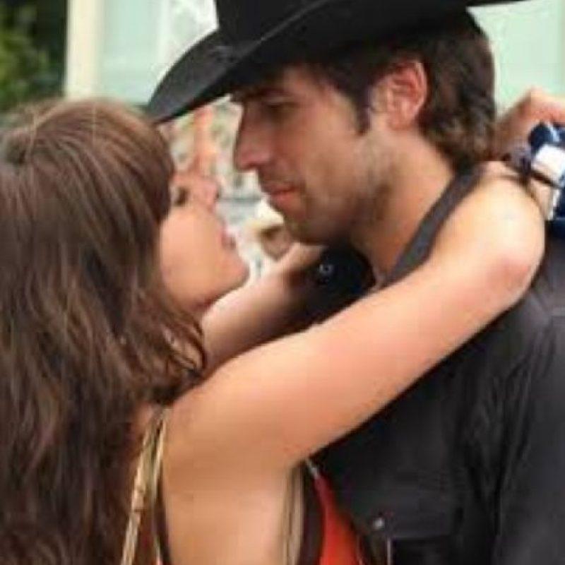 """Su novio asesinado, paradójicamente fue interpretado por Julio Amaya, quien interpreta ahora a Amado Carrillo, """"El Señor de los Cielos"""". Foto:vía Telemundo"""