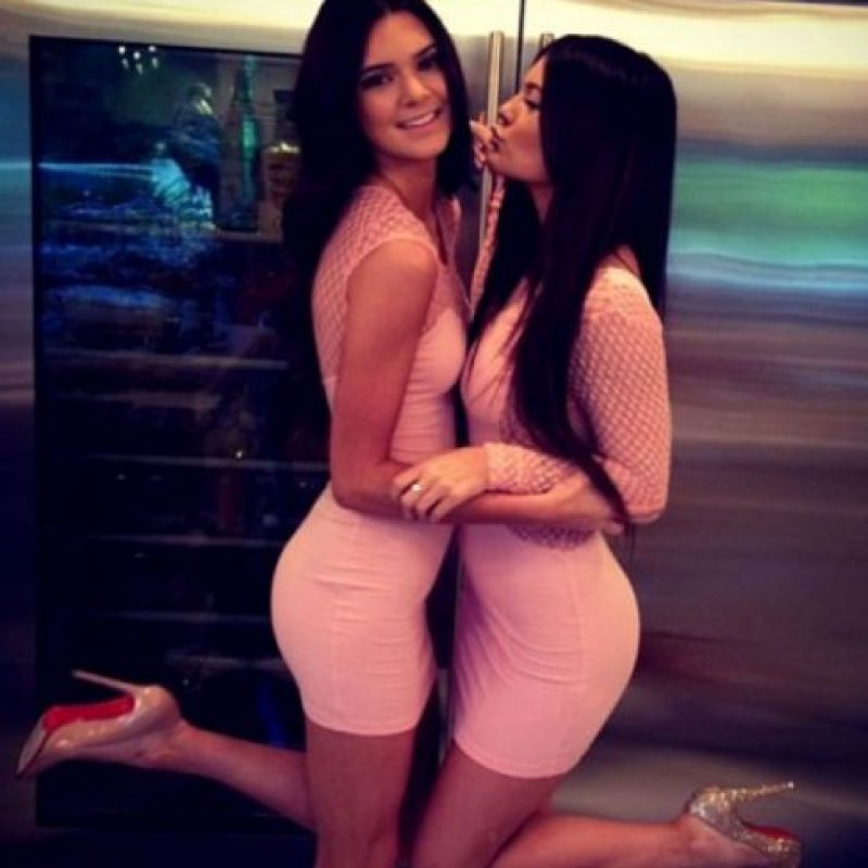 """Crecieron y un día Kendall apareció en el lookbook de """"Agua Bendita"""", la famosa marca colombiana de vestidos de baño. Foto:vía Instagram"""