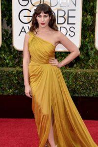 """Lola Kirke """"usando las sábanas de tu madre"""" pero en color mostaza. Foto:vía Getty Images"""