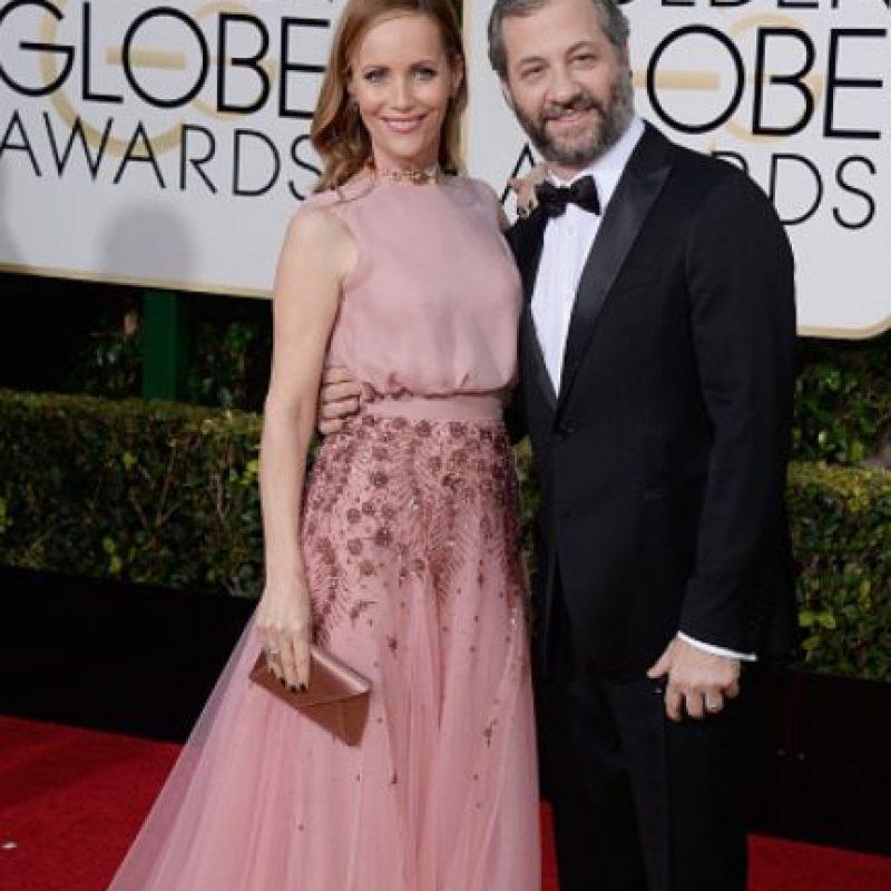 Leslie Mann, con un hermoso rosa sereno. Foto:vía Getty Images
