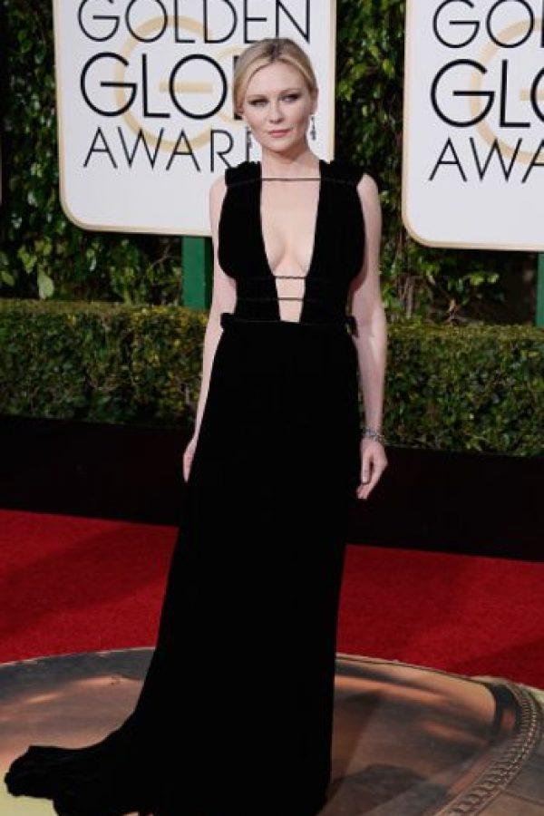 Kirsten Dunst, así no. Pareces Angelina Jolie en su faceta gótica de 1999. Foto:vía Getty Images