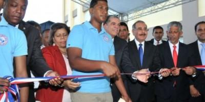 Presidente Medina inaugura escuela de 29 aulas en Los Alcarrizos