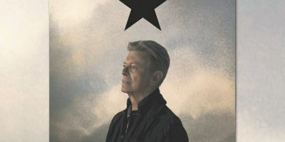 """El último album. El 8 de enero, 2016 – cumpleaños 69 de Bowie – el cantautor lanzó """"Blackstar"""", su vigésimo quinto y último álbum de estudio. Su álbum de siete pistas, que ya ha sido aplaudido en gran parte por los críticos de música, fue concebido y creado durante la batalla de 18 meses de Bowie contra el cáncer. Foto:Fuente Externa"""