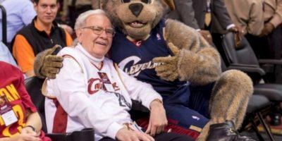 Vive en Omaha, Nebraska. Tiene una fortuna de 61 mil 700 millones de dólares Foto:Getty Images