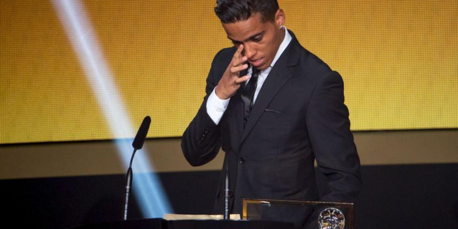 El brasileño lloró cuando le entregaron su premio Foto:Getty Images