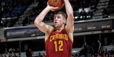 Los Cleveland Cavaliers envían a Joe Harris a Orlando
