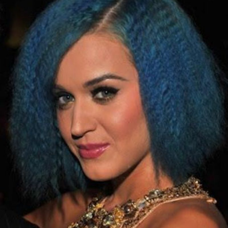 Katy Perry con pelo frito y azul. Foto: vía Getty Images