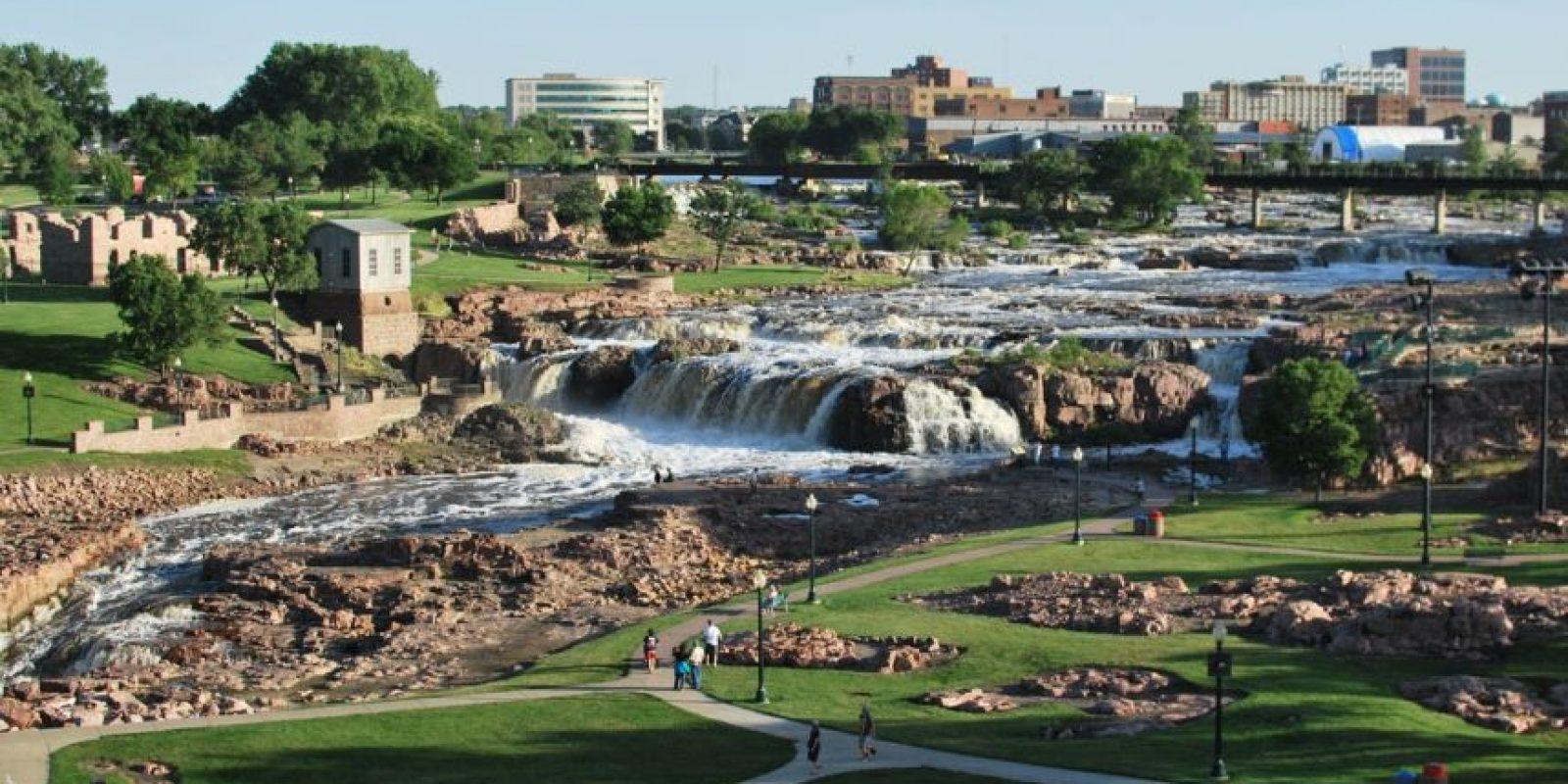 9. Sioux Falls, South Dakota. La ciudad no está experimentando un crecimiento en los empleos, pero tiene un tasa de desempleo muy baja. Los trabajadores tienen un ingreso anual promedio de 555 mil 965 dólares. Foto:Wikipedia Commons