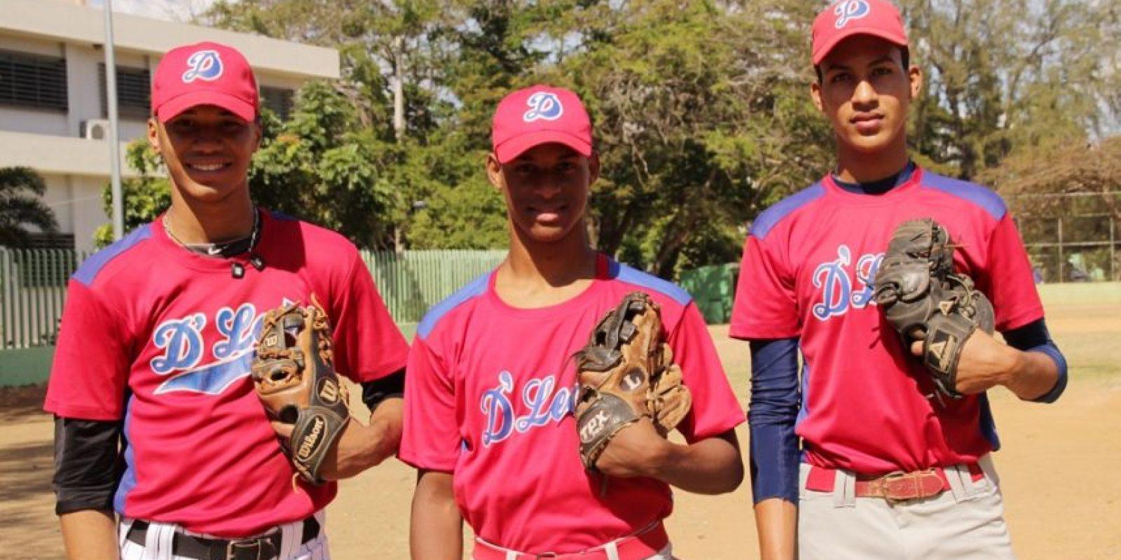 José Acosta, Máximo Cortés y Yeuris Guillermo, del equipo juvenil de la Liga De León. Foto:Fuente Externa