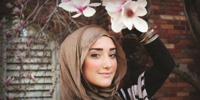 Yaz the Spaz. Es la bloguera más famosa del mundo fashion musulmán. Comenzó en 2010 con tutoriales sobre cómo ponerse el hijab. Tiene más de 760 mil seguidores en Facebook y más de 66 mil en su canal de Youtube. Foto:Fuente Externa