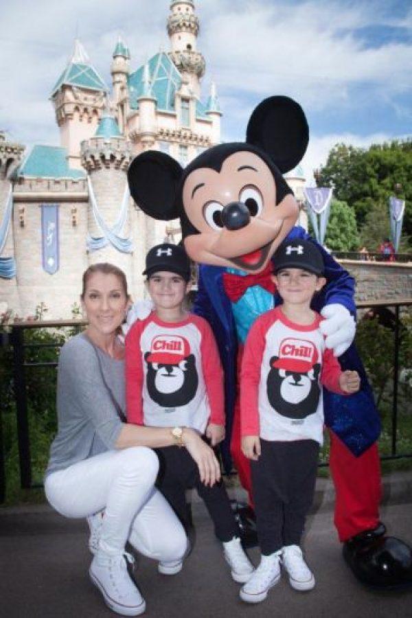 En un viaje a Disney. Foto:vía twitter.com/celinedion