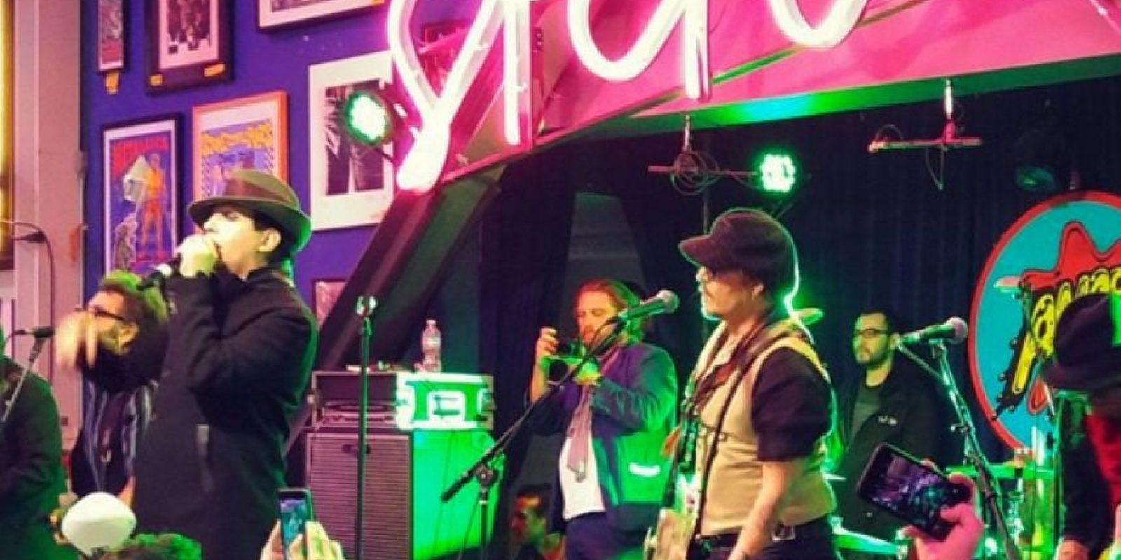 Marilyn Manson y Johnny Depp en el escenario. Foto:Fuente Externa