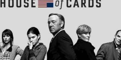 """Se trata de un drama político estadounidense protagonizado por Kevin Spacey como """"Frank Underwood"""", un congresista demócrata que se siente traicionado cuando el presidente electo no cumple su promesa de designarlo como Secretario de Estado. Foto:Netflix"""