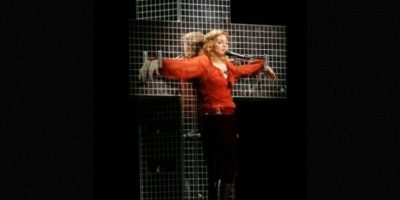"5. Durante el ""Confessions Tour"", cantaba ""Live to tell"" mientras colgaba de una cruz. Foto: Getty Images"
