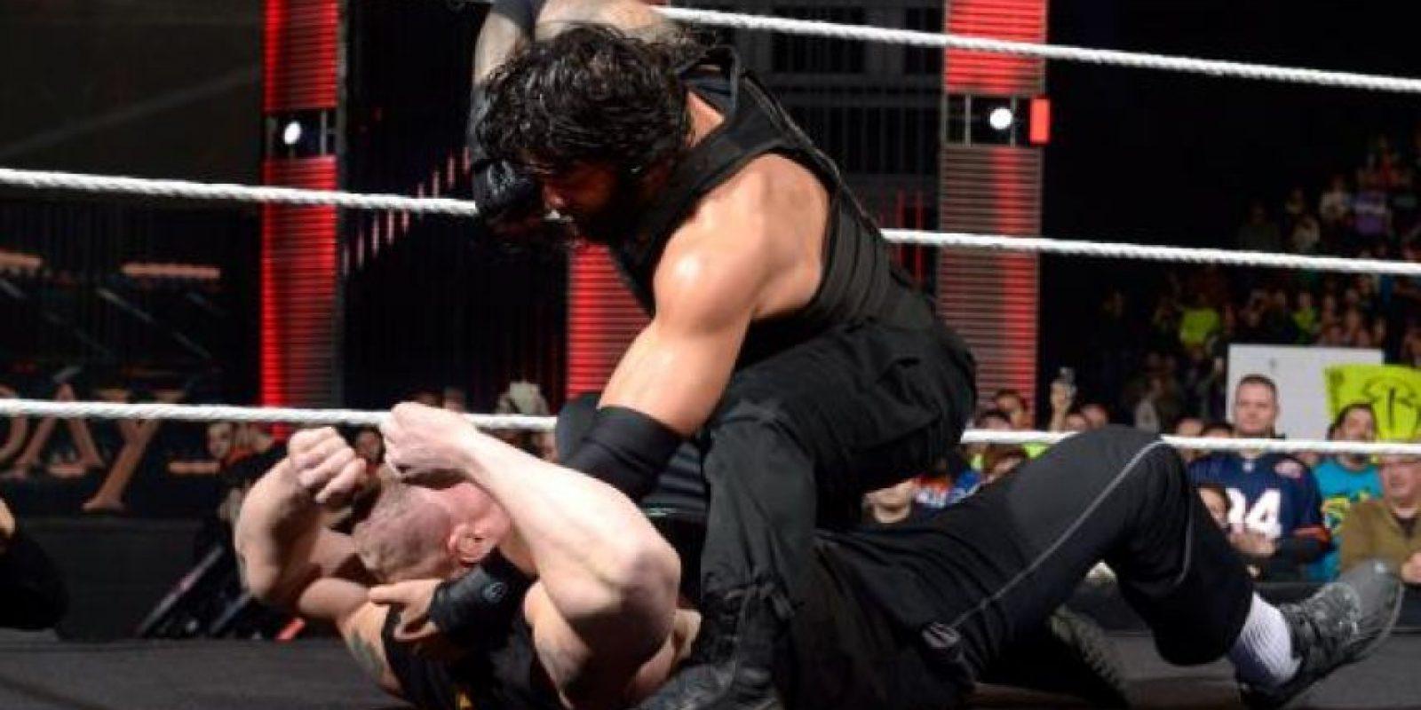 Roman Reigns y Brock Lesnar son los favoritos para ganarl el PPV del fin de semana Foto:WWE