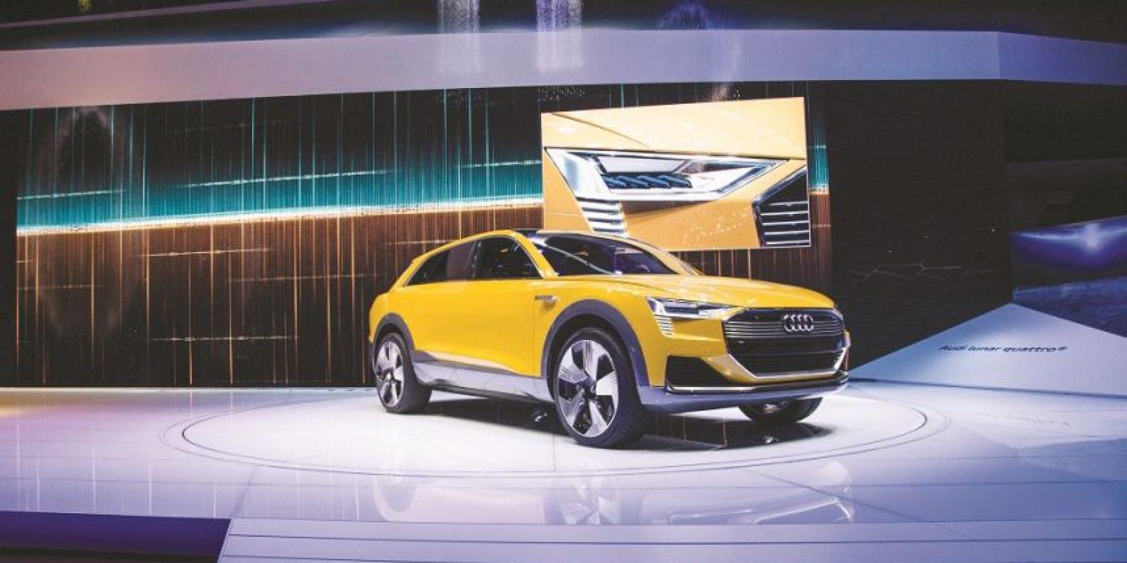 Audi h-tron concept. La casa de los cuatro aros simplemente se pasó con su propuesta de movilidad a base de pilas de hidrógeno. Este SUV eléctrico es uno de los que más han levantado expectativas, ya que la naturaleza de sus baterías promete más durabilidad y menos impacto al ambiente.Su autonomía podría alcanzar 600 kilómetros, impulsado por dos motores eléctricos, además de presentar los grupos ópticos más recientes de Audi, es decir, las luces Láser LED, al frente y OLED detrás. Habrá que esperar un tiempo aún, pero este avance de Audi es muy prometedor en materia de alternativas muy ambientales y tecnológicas. Foto:Fuente Externa