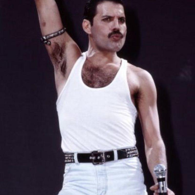 Freddie Mercury tuvo una novia muy conocida, Mary Austin. Fueron amantes por seis años antes de que él se inclinara hacia los hombres. Foto:vía Getty Images