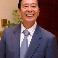 Es propietario de la empresa de bienes y raíces Henderson Land Development, con sede en Hong Kong. Foto:Pinterest