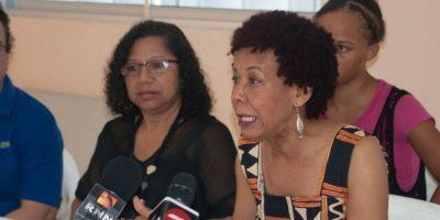 Grupo de representantes asociaciones mujeres alertan sobre ola feminicidios