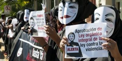 Mujeres protestaron frente al Palacio Nacional por la ola de feminicidios que afecta al país