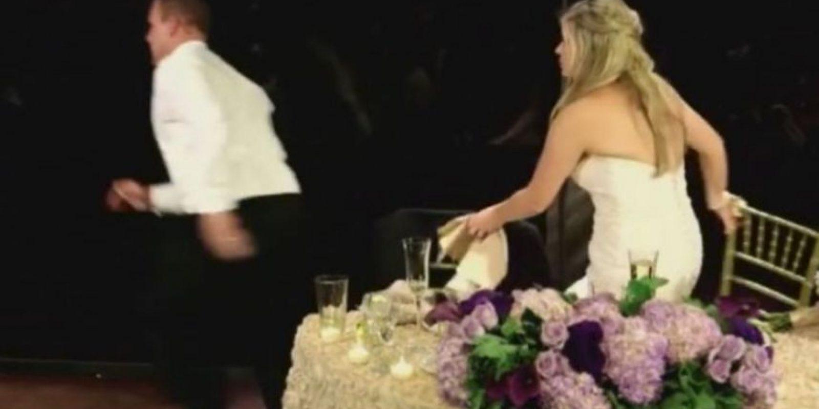 """Luego del drama, la esposa mencionó al canal de noticias """"ABC7"""": """"Salvar una vida justo delante de mí, el día de nuestra boda, sólo logró un verdadero día increíble"""". Foto:YouTube – Archivo"""