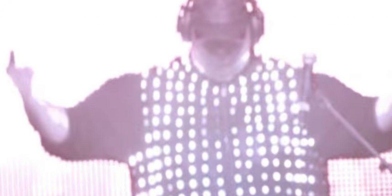 En su faceta como DJ. Foto:MrKimDotcom / YouTube
