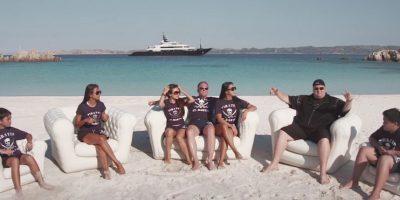 Con la familia en la playa. Foto:MrKimDotcom / YouTube