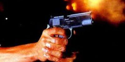 Una mujer de 75 años hiere de bala a hombre, que le agredió a pedradas