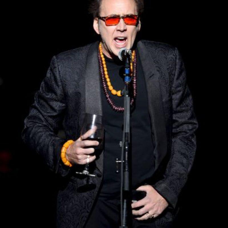 Con lentes rojos Foto:Getty Images