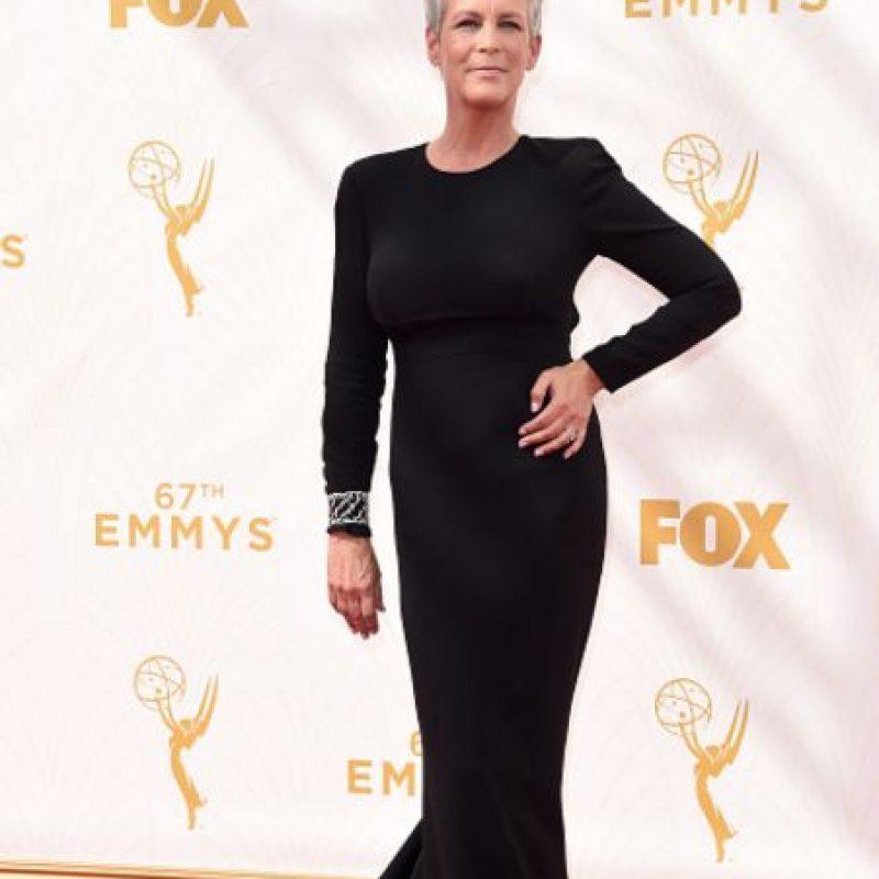 Curtis apareció así en los Emmy. Foto:vía Getty Images
