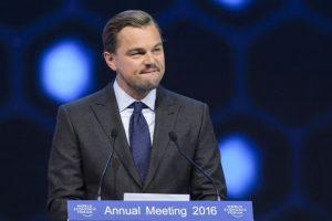 Leonardo DiCaprio fue galardonado con los Premios Crystal durante la apertura del foro. Foto:AFP