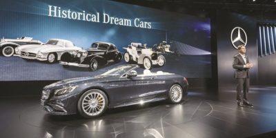 Mercedes-Benz S65 AMG 4Matic Cabriolet. Celebra 130 años de la patente de Karl Benz por el primer vehículo de gasolina de la historia, y lo hace en grande: 5.5 litros V8 biturbo para un 0-100 km/h en 3.9 segundos, además de una estética exclusiva de 130 ejemplares para todo el planeta. Foto:Fuente Externa