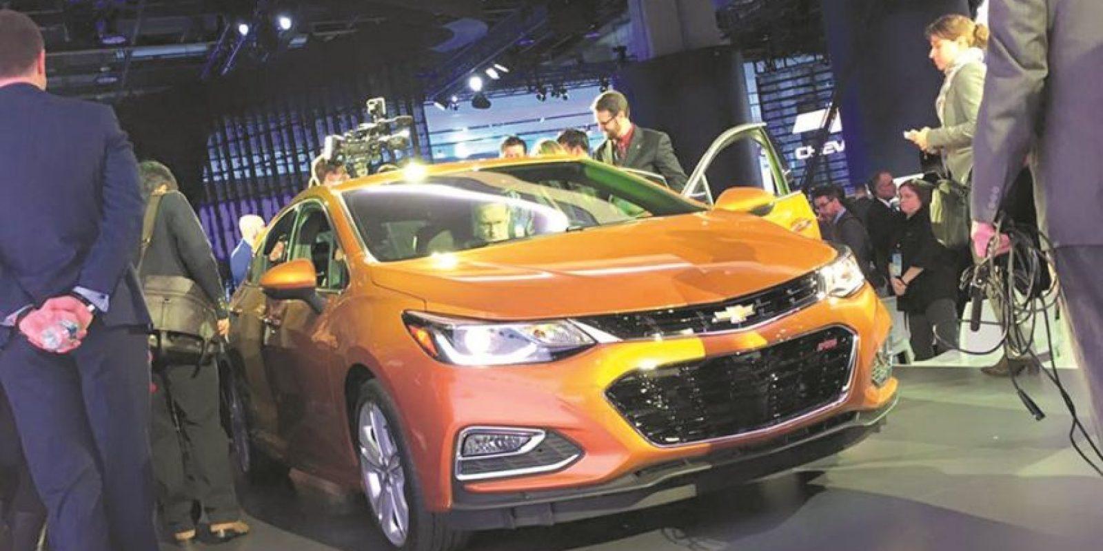 Chevrolet Cruze hatchback. Chevrolet presenta una nueva propuesta en hatchbacks con un segmento que parece tomar vigor en Estados Unidos. Es la respuesta a autos como Focus, Golf y Mazda 3, aún en especificaciones, pues contará con versiones más equipadas tal y como el segmento lo demanda. Foto:Fuente Externa