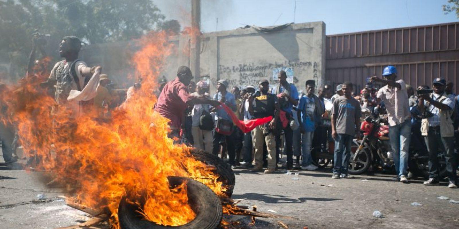 Parte de la población haitiana ha tomado las calles manifestándose en contra de la segunda vuelta electoral. Foto: Fuente externa