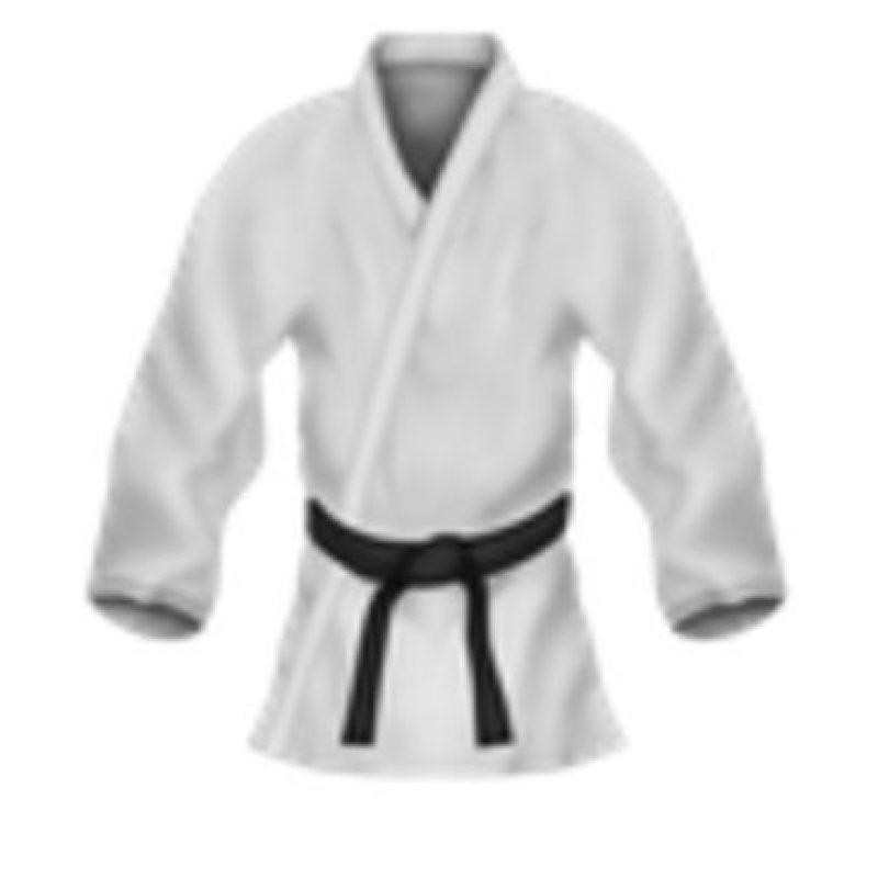 Uniforme de artes marciales. Foto:vía emojipedia.org