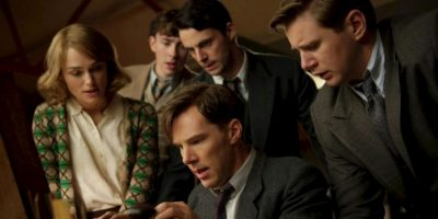 Durante la Segunda Guerra Mundial, un brillante matemático lidera un equipo de criptógrafos que intenta descifrar el inquebrantable código enigma de Alemania. Foto:vía Netflix