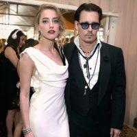Entonces Depp se volvió a casar con la desmpampanante Amber Heard. Foto:vía Getty Images