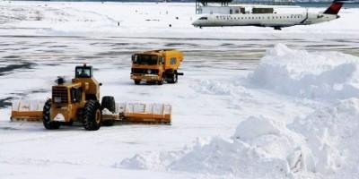 Cancelan mayoría vuelos hacia y desde el este de EEUU por tormenta de nieve
