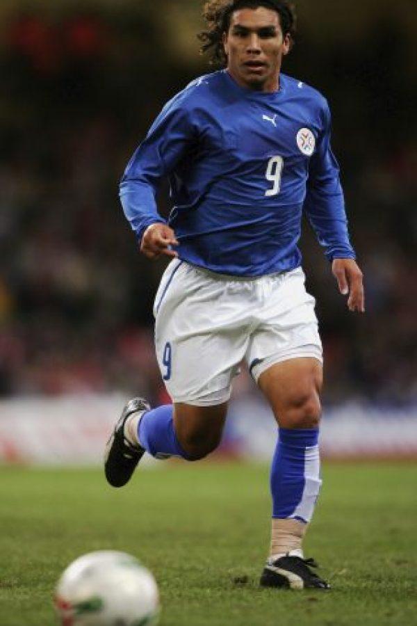 Salvador Cabañas debutó como profesional en 1998 con el club 12 de Octubre Foto:Getty Images