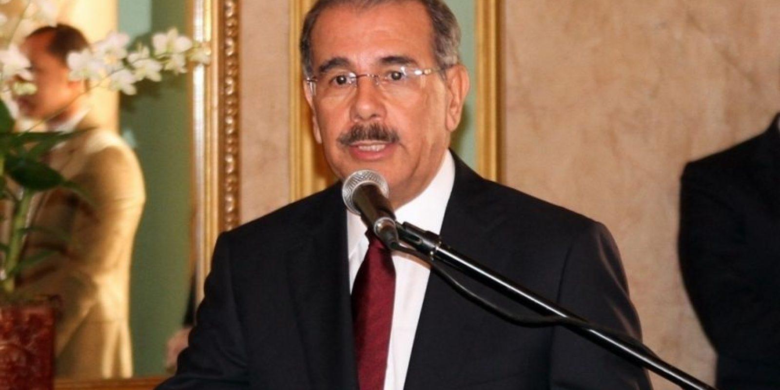 """Danilo Medina afirma que se acabó la """"gabela"""" que dio a la oposición. El presidente Danilo Medina declaró que terminó el tiempo de darle """"gabela"""" a la oposición, refiriéndose a que ya es tiempo de iniciar la campaña electoral, que según dice, le llevará al triunfo en las elecciones generales del próximo 15 de mayo."""