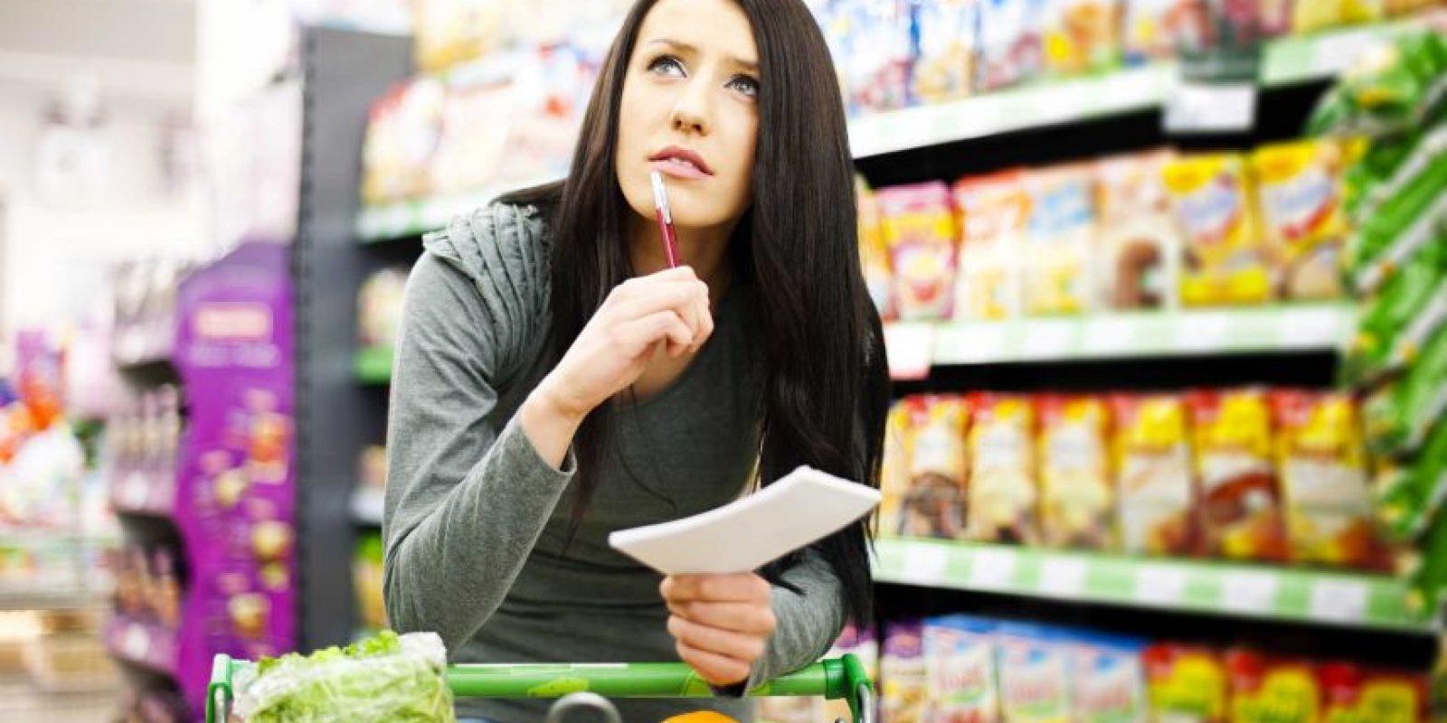 Elimina de tu lista del supermercado los alimentos que sean una tentación.