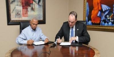 Firman contrato para desarrollar una zona franca en Navarrete