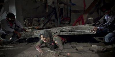 Escena de la pelítula 'Rana Plaza', basada en el colapso de el edificio de fábricasde ropa en Savar, Bangladesh, en 2013, en el desastre murieron cerca de 1.127personas. Foto:Getty
