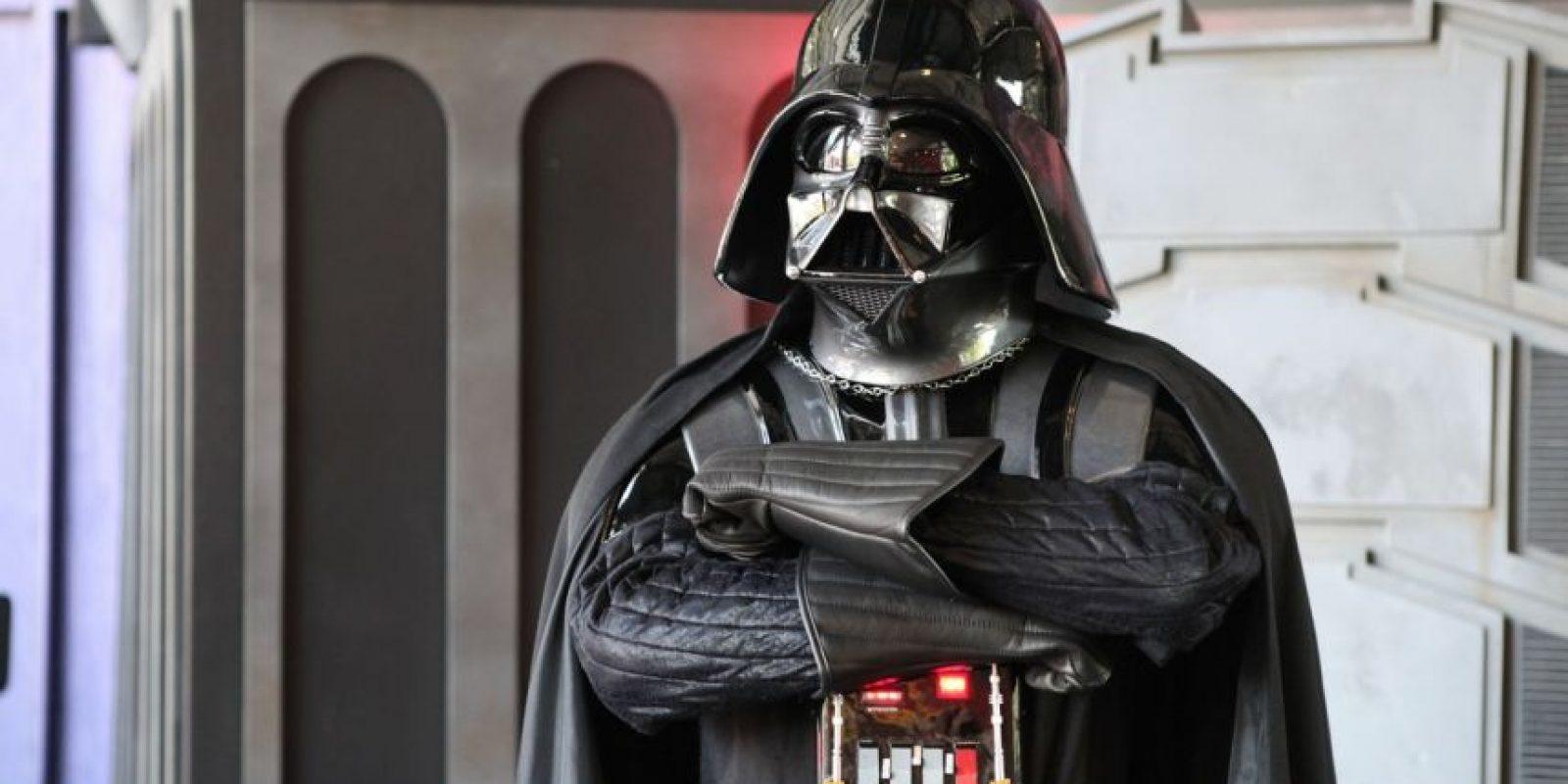 La famosa máscara usada por Darth Vader fue creada por Ralph McQuarrie, y en un comienzo iba a ser usada solo como parte del traje espacial. Foto:Vía StarWars.LATAM