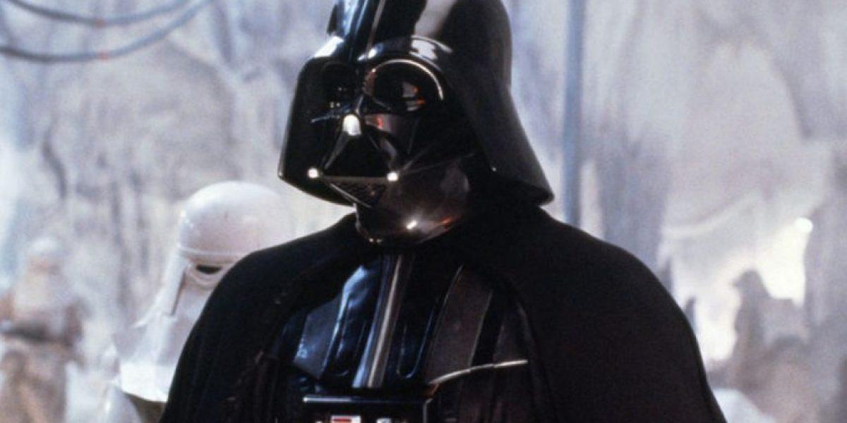 Con la nieve esta estatua se transforma en ¡Darth Vader!